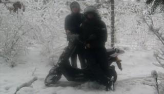 Śnieżne szaleństwa na skuterze, jazda po śniegu